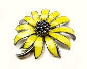 "2pcs Vintage Style Yellow Enamel Flower Brooch - Wedding Decoration Flower Bouquet Scrapbooking Ring Pillow BRO-002 (52mm or 2"")"