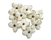10 Cream Enamel Hydrangea Petal buttons - Wedding Bridemaid Hair Accessories Scrapbooking RB-069Cream (size 15mm or 0.6 inch)
