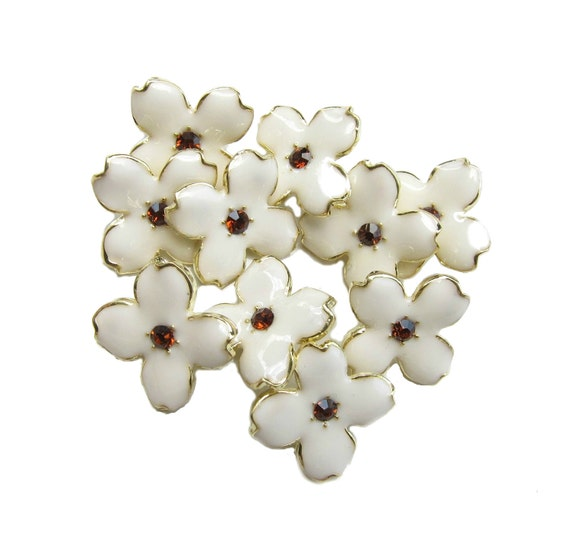 10 Cream Enamel Hydrangea Petal buttons - Wedding Bridemaid Hair Accessories Scrapbooking RB-069Cream (size 15mm or 0.6 inch)