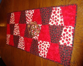 Quilted Table Runner Tumbler Romantic Roses v2 Red rose petals Carnations