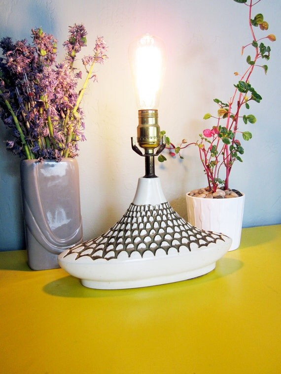 1950s White Ceramic Table Lamp with Fish Scale Pattern