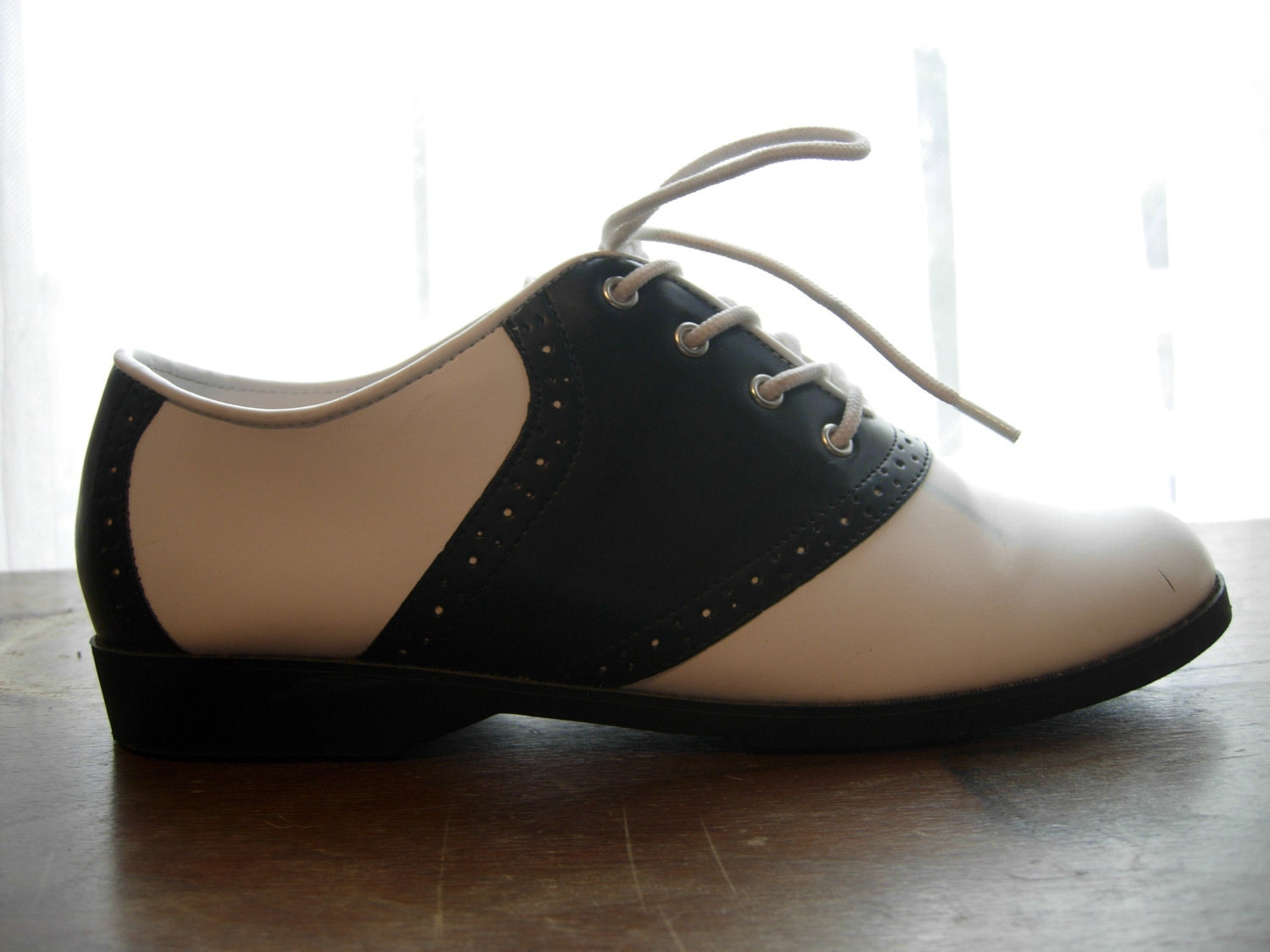 black and white saddle oxfords size 5