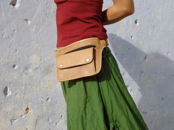 Belt bag  Leather  Hip with pockets Embossed in Tan