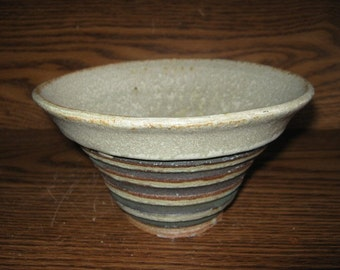 V-shaped Bowl with black lines