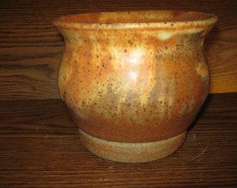 S-Shaped bowl/jar