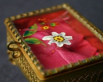 The lovely little treasure chest. Mini vintage jewelry box. Perfect gift for mum on Mother's day.