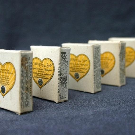 Coeuret, a yellow heart. Little cardboard souvenir box.