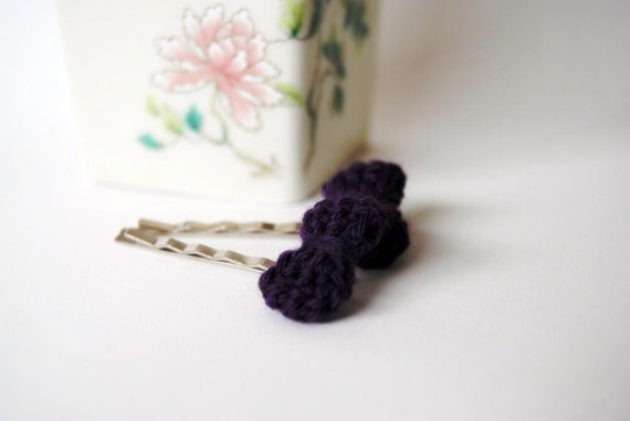 SALE - 50 % - Bobby pins with purple crocheted bow