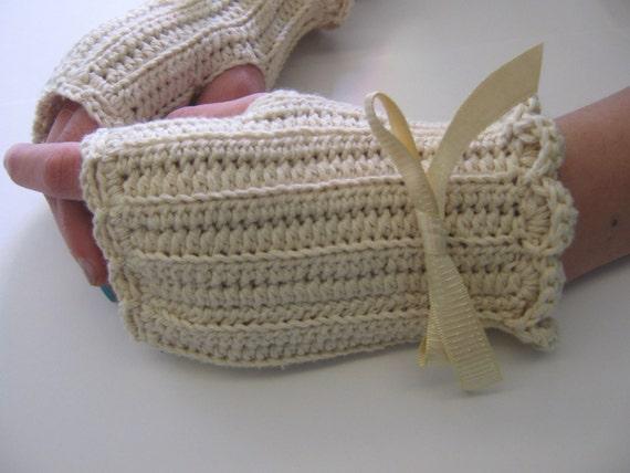 Romantic Ruffled Fingerless Gloves in Cotton/Merino Wool