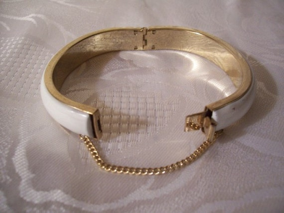 White Bracelet Gold Tone Vintage Hinged Bangle Smooth Security Chain