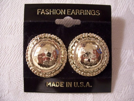 Hammered Pierced Earrings Gold Tone Vintage Rib Lined Domed Buttons