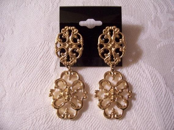 Double Discs Pierced Earrings Gold Tone Vintage Avon Filigree Open Metal Links