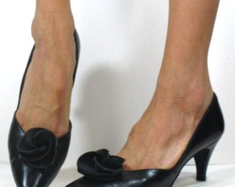 Vintage black Womens Heels flower Pumps 6.5 B M 50's 60's