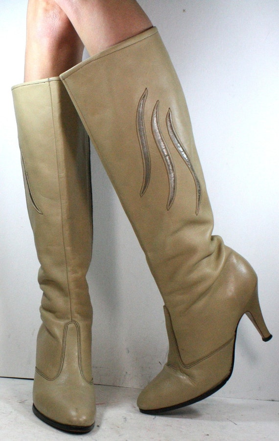 Vintage bone tan off white riding knee high tall womens inlay Leather high heel fashion USA zip up boots 8.5 M B