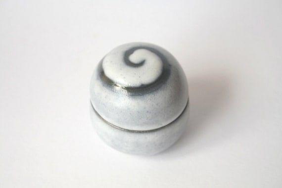 Lidded ceramic jar / bowl with black spiral