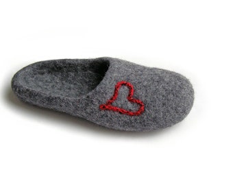 Women house shoes / felted wool natural slippers, natural wool slippers Hearts/ love /gray / red / burgundy / ruby/ silver / platinum