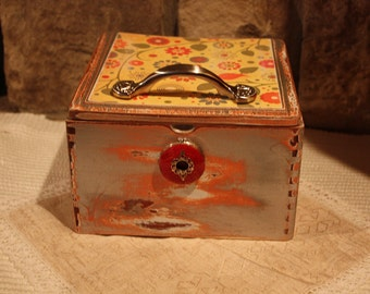 SALE-Shabby Chic Coral Floral Cigar Box