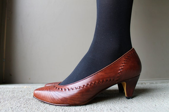 Vintage 1980's Brown Leather PUMPS (Size 8,8.5)