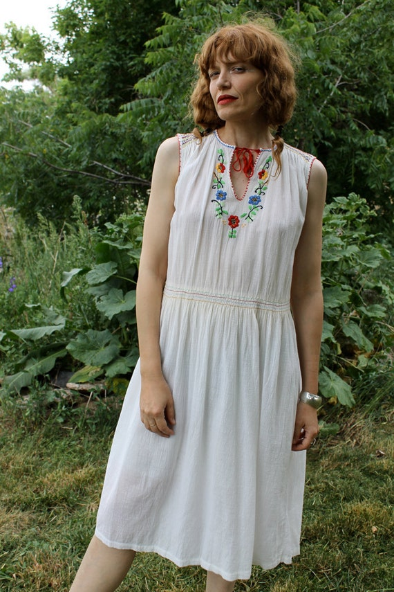 Vintage White Cotton Sun Dress Indian/mexican Style Embroidered Dress