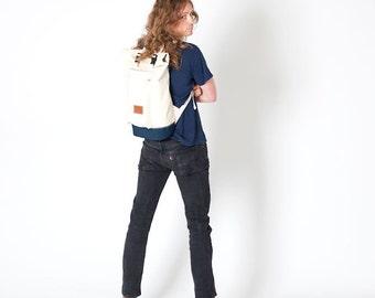 Natural body/Navy base Roll Top Backpack (Medium)