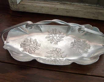 Summer Sale Vintage Aluminum Tulip Tray with Handle / Pretty Aluminum Basket/Tray for Wedding Reception or Home Decor / Flower Girl / Favors