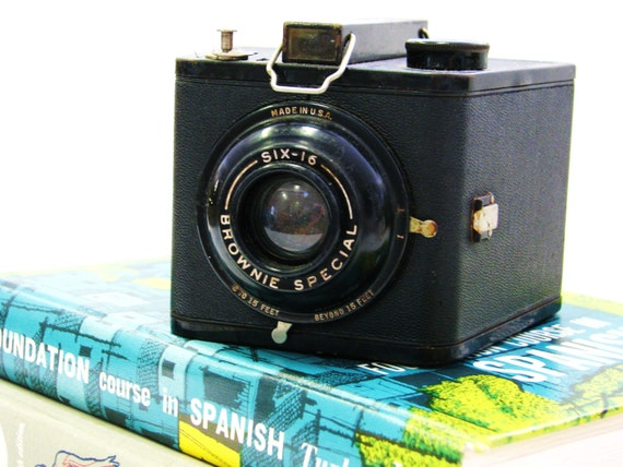 Vintage Mid Century BROWNIE SPECIAL six-16 Camera Photography Collectibles