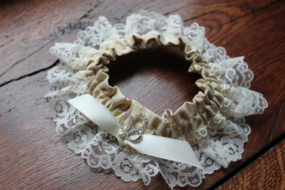 Vintage Sweet Garter - Ivory with White Lace and Rhinestone Pin