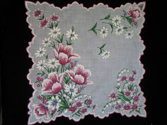 VINTAGE HANKIE, From The 1950's, Pink And Red Poppies With Faceted Edges, Large And Beautiful.