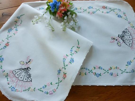 Vintage Hand Embroidered Southern Belle Dresser Scarf