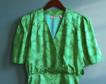El ultimo tango... upcycled vintage jade green silk blouse (s - m)