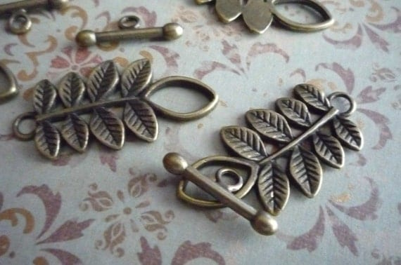 Toggle Clasp of Leaves in Antiqued Brass Qty 5