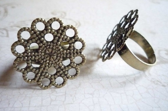 SALE: Adjustable Antiqued Brass Rings with 1 inch/25mm Round Filigree Base Top - Ready to Embellish Qty 2