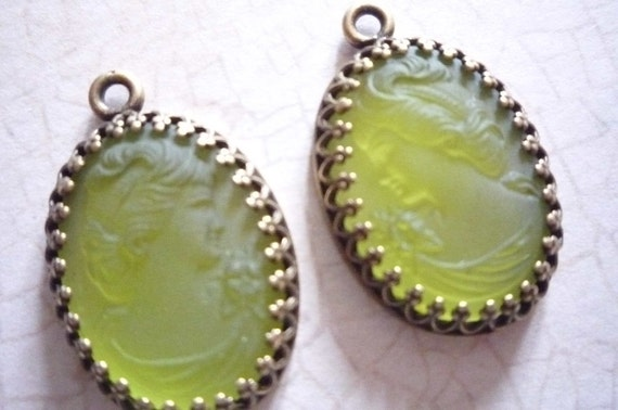 Fine Quality - Antiqued Brass Crown Settings with Green Olivine Glass Victorian Female Cameos Qty 2