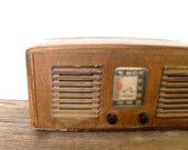 Radio- 1940s RCA Victor 55X Art Deco Tube Radio- Wood