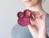 Brooch crochet circles with with fabrics. Fuchsia.