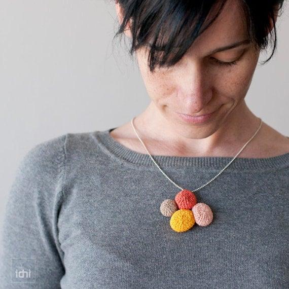 Crochet necklace. Reversible. Yellow, orange, salmon and beige .