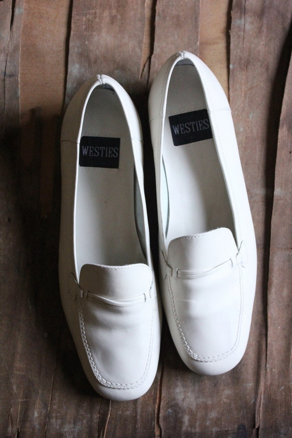 Vintage 90's Off White Bone leather Loafers by Westies in size 8