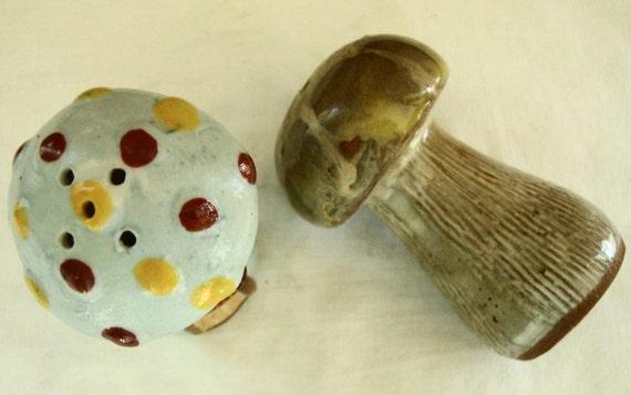 MID CENTURY Polka Dot Mushroom Salt & Pepper Shakers Mid Mod Ceramic Mushroom Salt Pepper Shaker Set Retro Kitchen Salt Pepper Shakers