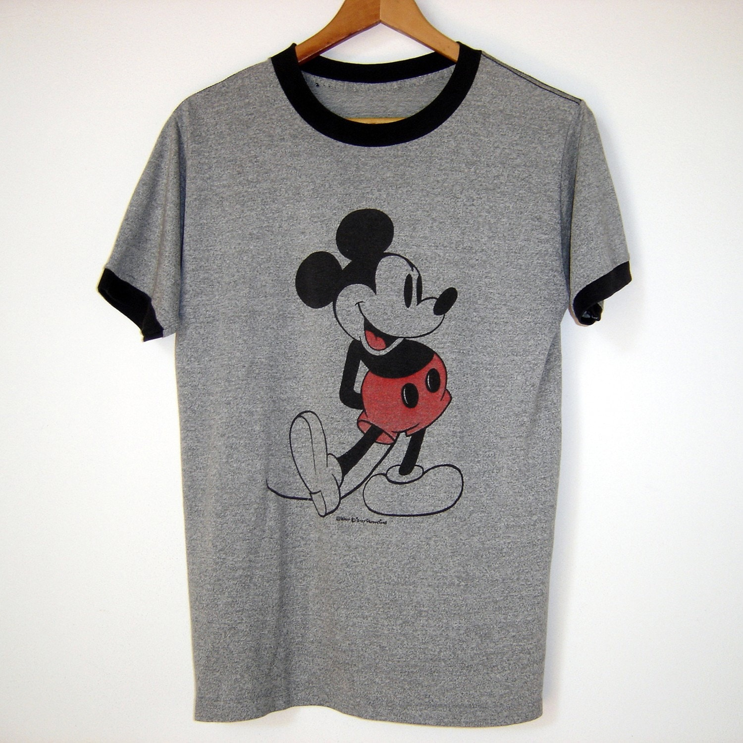 Vintage mickey t shirt the carpet