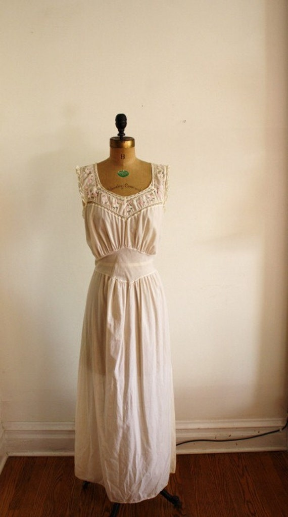 Vintage Off-White Artemis Nightgown