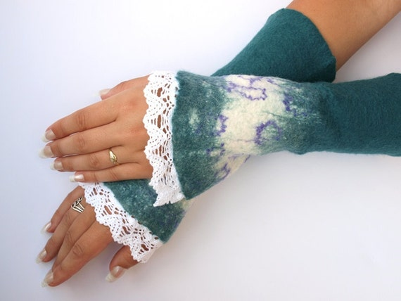 Romantic cuffs 02, hand felted, lace, very warm
