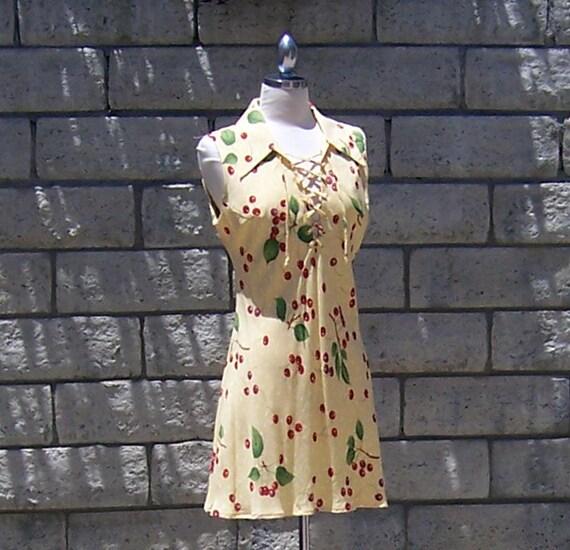 yellow sleeveless mini dress with cherries wide collar 70s 80s - S