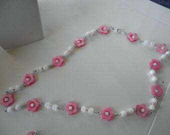 SALE Pretty in pink flower necklace/bracelet/earring set.