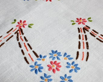 Vintage Linen Hand Embroidered Tablecloth Daisies 42 x 42