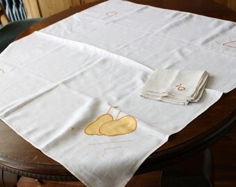 CLEARANCE Vintage Linen Tablecloth 4 Napkins Applique Embroidered