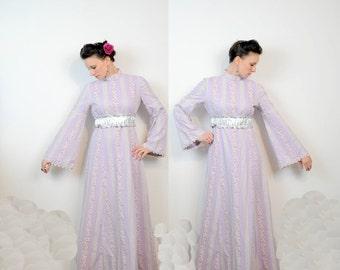 Lavender Prairie Dress 1960s White and Hot Pink Flowers Medium