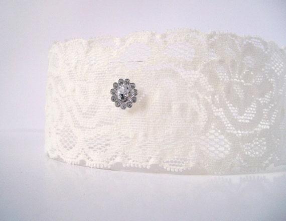 Wedding Garter Set / Vintage Style Ivory Garter/  Elegant Stretch Lace Garter