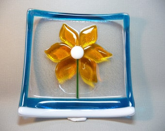 Handmade 5.25inch square  Fused Glass Daisy Plate-Sushi-Candy Dish-Coin bowl-OOAK-SRA-transparent glass