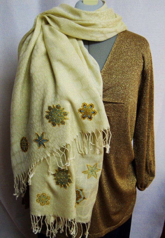 30% OFF Custom Holiday Scarf With Snowflakes Fabric Applique Designs