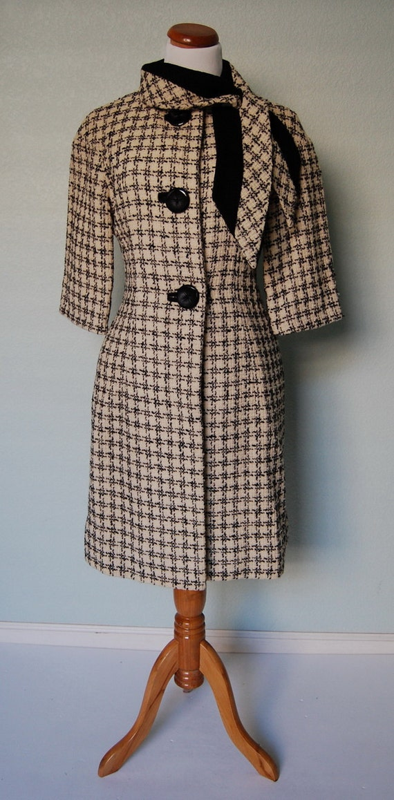 1950s Stylish Houndstooth Coat with Sculptural Collar - Details Galore